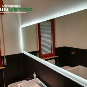 specchio con illuminazione a led (acceso)