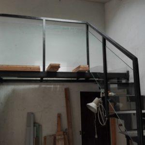 Vetri calpestabili e parapetti in vetro su struttura in ferro | vetreria Esinvetro Jesi