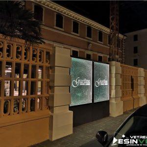 """insegna luminosa in vetro presso il ristorante """"il Giardino"""" di Ancona (ACCESO)"""