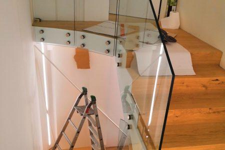 parapetto scala interna con fissaggio puntuale vetreria esinvetro Jesi