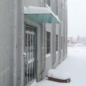 Pensilina tutto vetro con attacco a muro a prova di neve!