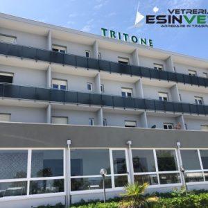 parapetti e vetri termici su serramenti Hotel tritone Senigallia (AN)
